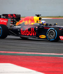 /content/dam/snrprivate/2016/February 2016/red_bull_racing_car_new_1x1.jpg
