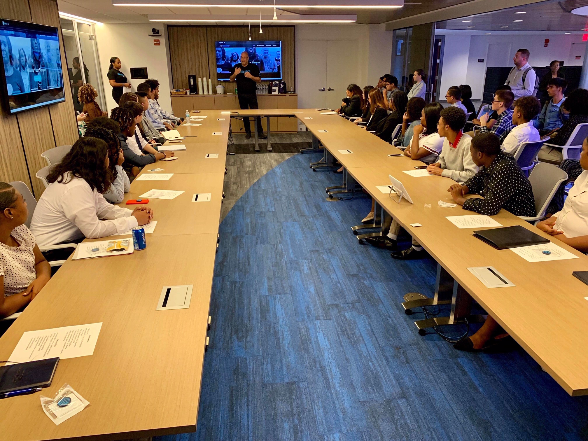 AT&T volunteers help students work on elevator pitches