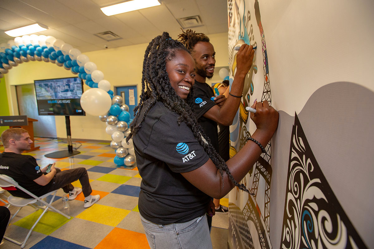 Las Vegas youth add power words to mural