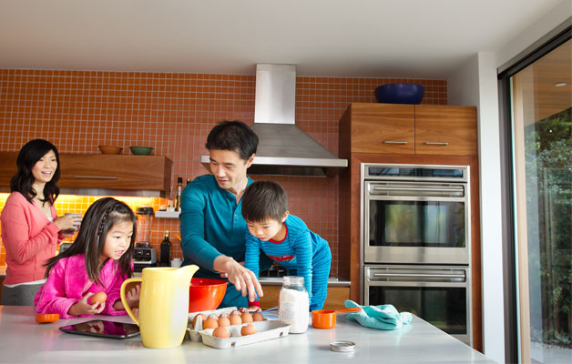 family_kitchen_digital_life_story.jpg