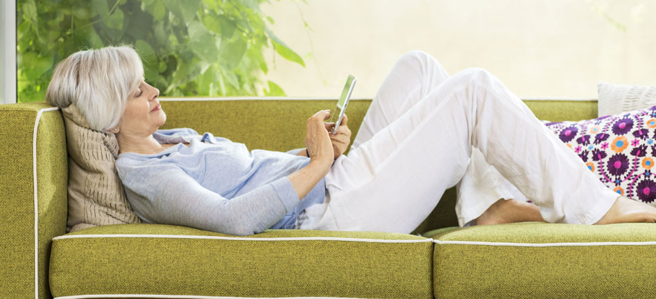 woman_couch_relax_phone_946x432.jpg